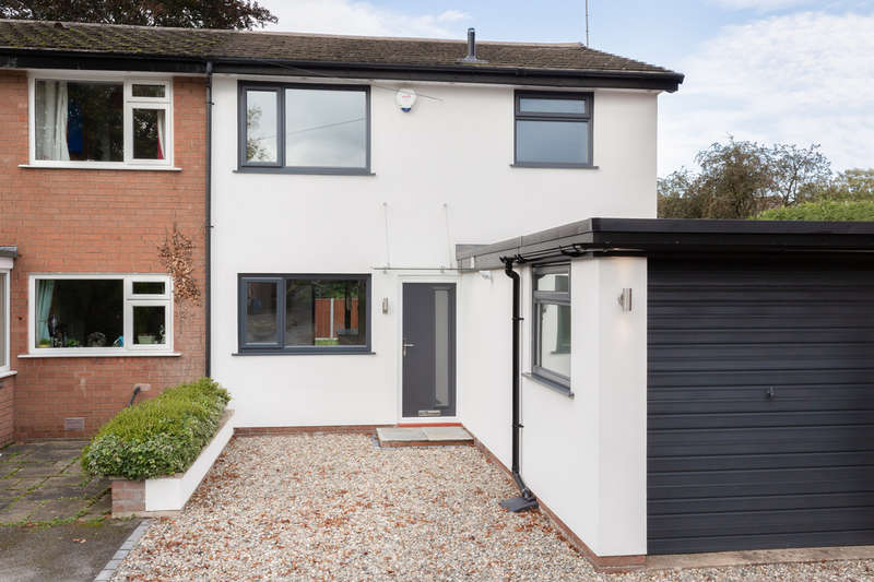 3 Bedrooms Semi Detached House for sale in The Crescent, Davenport