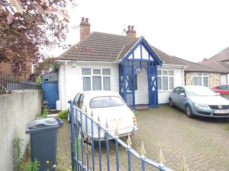 4 Bedrooms Detached Bungalow for sale in New Heston Road, Hounslow, TW5