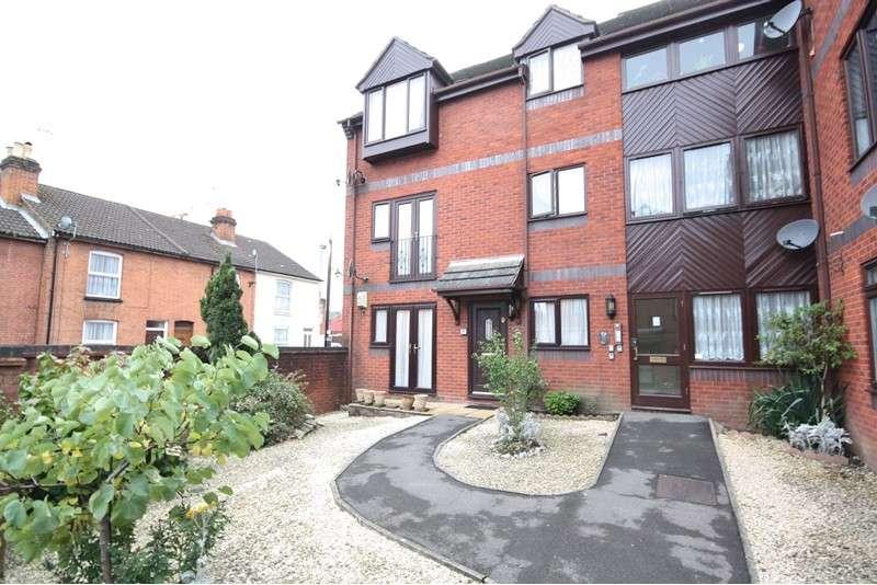 2 Bedrooms Apartment Flat for sale in Birchett Road, Aldershot, Hampshire, GU11 1LY