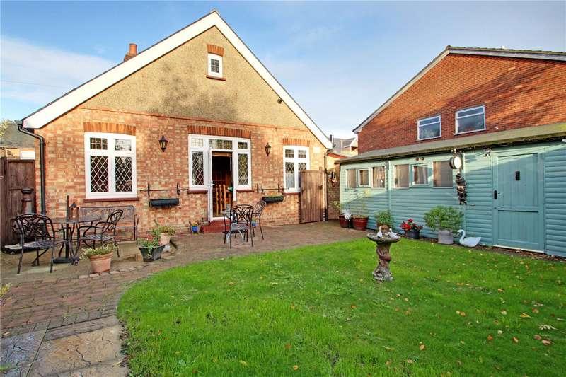 3 Bedrooms Detached Bungalow for sale in Glebe Road, Egham, Surrey, TW20