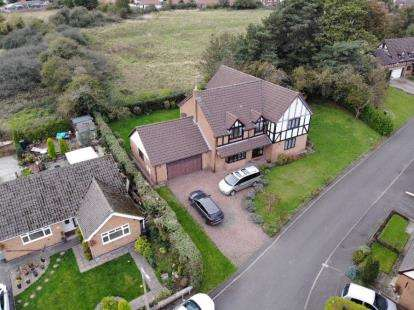 4 Bedrooms Detached House for sale in Linden Court, Clay Cross, Chesterfield, Derbyshire