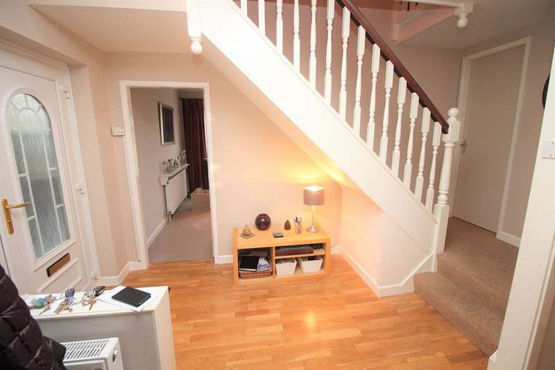 4 Bedrooms Detached House for sale in Severn Drive, Thornbury, Bristol, BS35 1EX