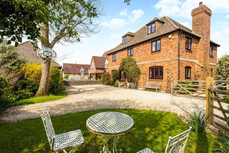 6 Bedrooms Detached House for sale in Beacon Lane, Haresfield, GL10 3ES