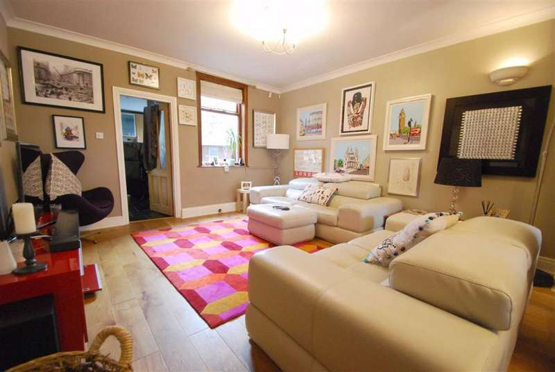 3 Bedrooms Terraced House for sale in Queens Place, Summerseat, Bury