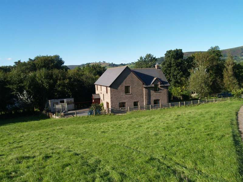 3 Bedrooms Detached House for sale in Penishaplwyd Lands, Pandy, Abergavenny, NP7 8DR