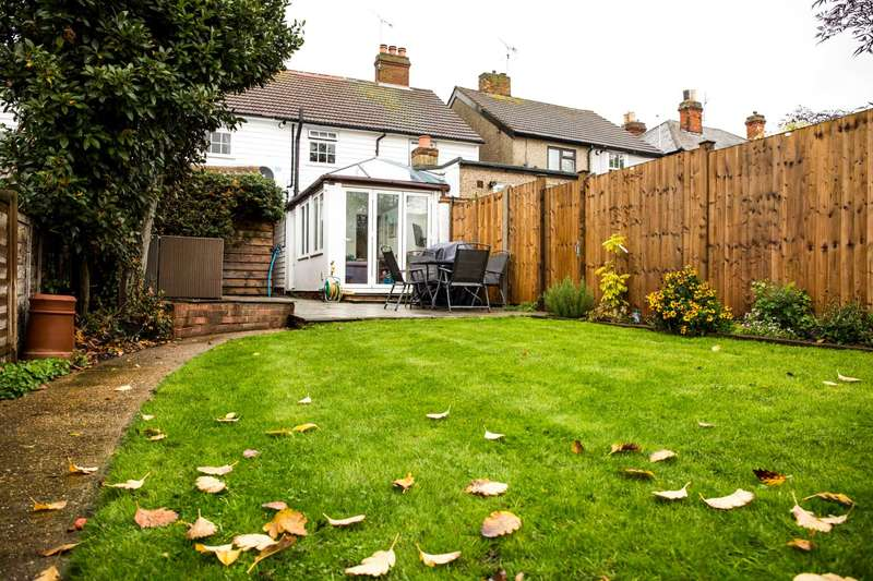 3 Bedrooms Terraced House for sale in Queens Road, Burnham On Crouch