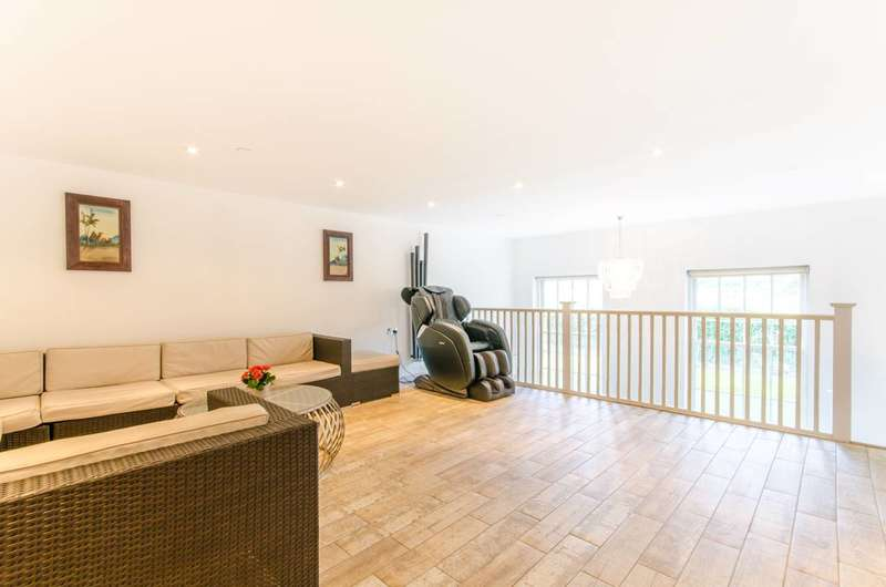 2 Bedrooms Flat for sale in Princess Park Manor, Friern Barnet, N11