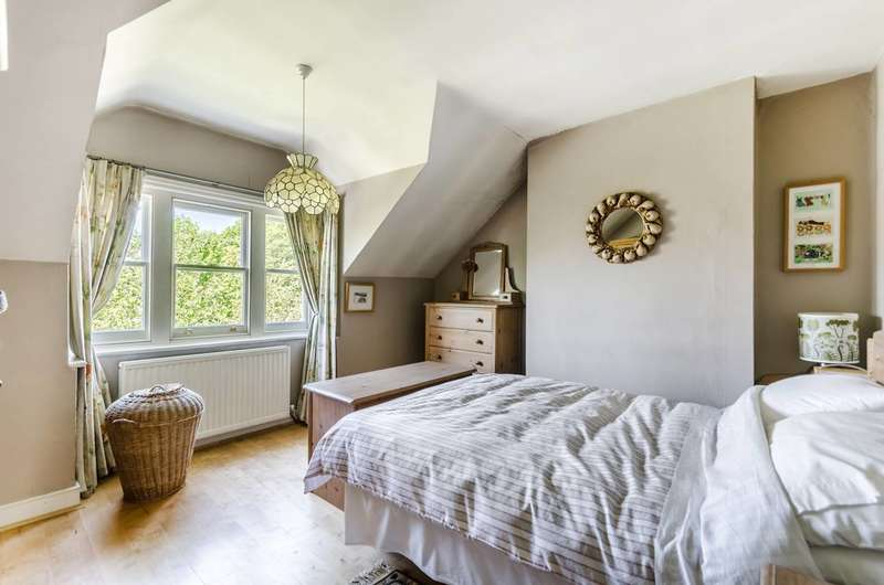 2 Bedrooms Maisonette Flat for sale in Madeley Road, Ealing, W5