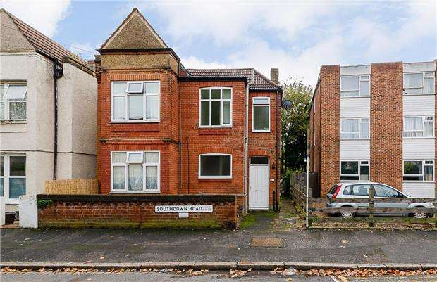 2 Bedrooms Flat for sale in Southdown Road, LONDON, SW20 8PT