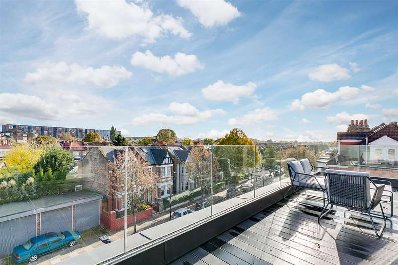 3 Bedrooms Flat for sale in Larden Hall, Essex Park Mews, W3