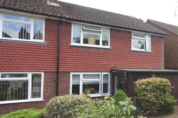 3 Bedrooms Semi Detached House for rent in Valley Walk, Croxley Green, WD3