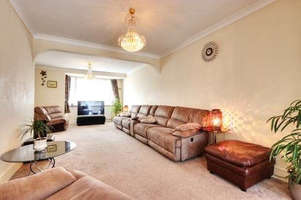 5 Bedrooms Semi Detached House for sale in Crosslands Avenue, Southall, UB2