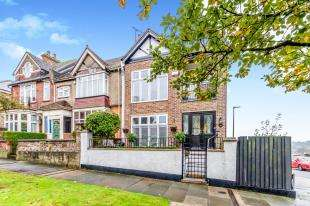 5 Bedrooms Semi Detached House for sale in City Way, Rochester, Kent, England