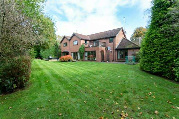 4 Bedrooms Detached House for sale in The Coppice, Hale Barns