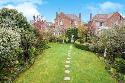 3 Bedrooms Detached House for sale in Bowers Gifford, Basildon, Essex