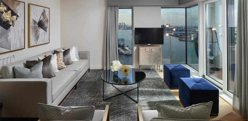 2 Bedrooms Property for sale in Waterfront III, Heritage Quarter, Royal Arsenal Riverside SE18 6FR