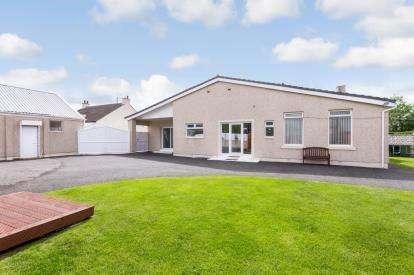 4 Bedrooms Bungalow for sale in Kirk Road, Wishaw