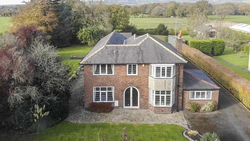 5 Bedrooms Detached House for sale in Longsight Road, Clayton Le Dale, Blackburn