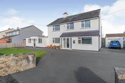 5 Bedrooms Detached House for sale in Tyn-Y-Gongl, Benllech, Anglesey, North Wales, LL74