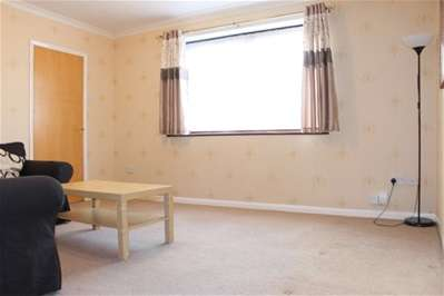 3 Bedrooms Semi Detached House for rent in Hutton Lane, Harrow
