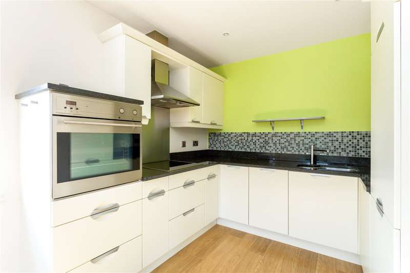 3 Bedrooms Penthouse Flat for sale in Donnington Elms, Oxford Road, Donnington, Newbury, RG14