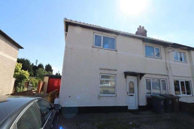 3 Bedrooms Property for sale in Station Road, North Hykeham, Lincoln, Lincolnshire, LN6 9AQ