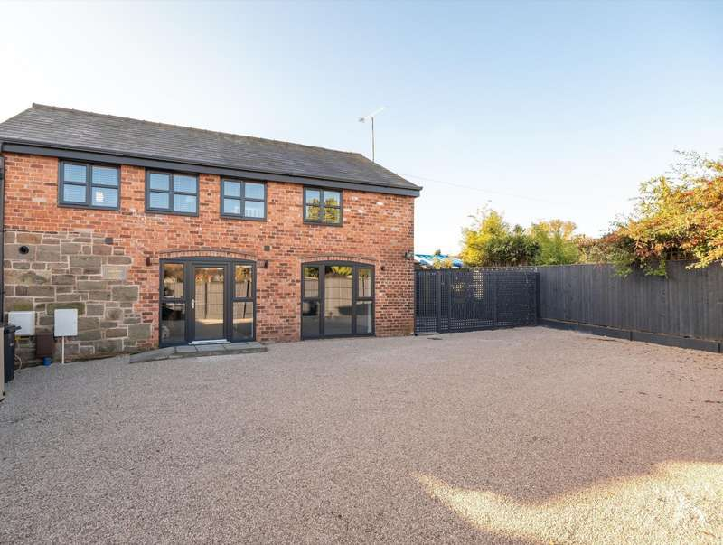3 Bedrooms House for sale in 3 bedroom Barn Conversion Semi Detached in Ashton