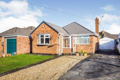 2 Bedrooms Bungalow for sale in Lyndhurst Close, Wirral, Merseyside, CH61