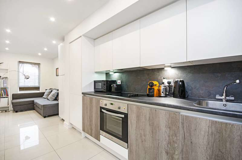 2 Bedrooms Flat for sale in Shearwater Drive, Colindale, NW9
