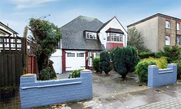 5 Bedrooms Detached House for sale in Friern Park, London