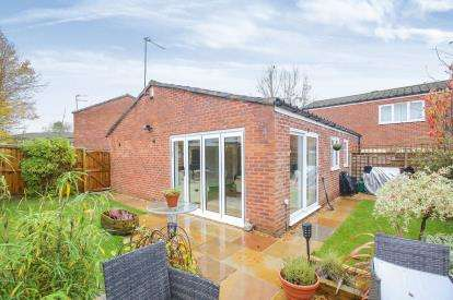 2 Bedrooms Bungalow for sale in Budworth Walk, Wilmslow, Cheshire, .
