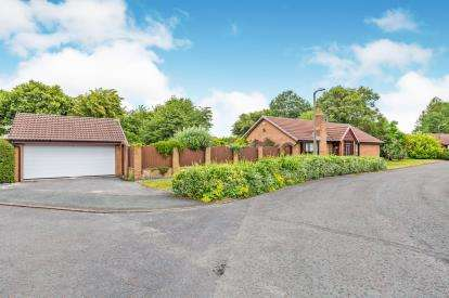 3 Bedrooms Bungalow for sale in Sandsdale Avenue, Fulwood, Preston, Lancashire, PR2
