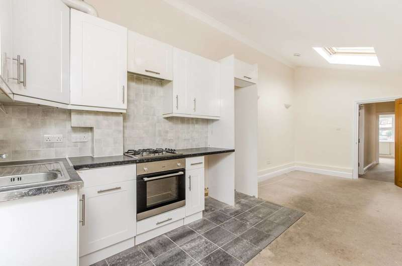 3 Bedrooms Flat for sale in Spa Hill, Upper Norwood, SE19
