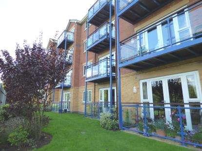 2 Bedrooms Flat for sale in Miller Gardens, Broadgate, Preston, Lancashire, PR1