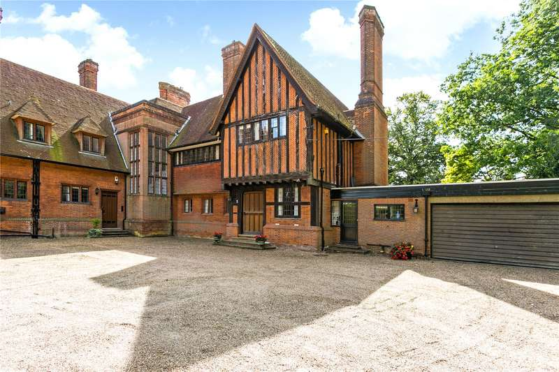 3 Bedrooms Semi Detached House for sale in Wooburn Common Road, Wooburn Green, Buckinghamshire, HP10