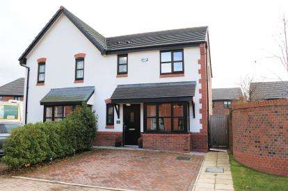 3 Bedrooms Semi Detached House for sale in Elm Close, Hazel Grove, Stockport, Cheshire