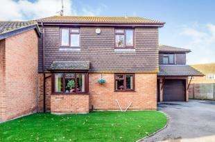 5 Bedrooms Detached House for sale in Little Oakham Court, High Street, Lower Stoke, Rochester