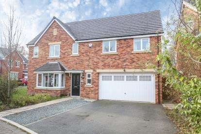4 Bedrooms Detached House for sale in Wentworth Drive, Cheadle, Cheshire