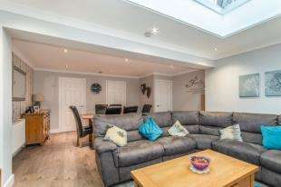 3 Bedrooms Semi Detached House for sale in Sterling Road, Queenborough, Kent