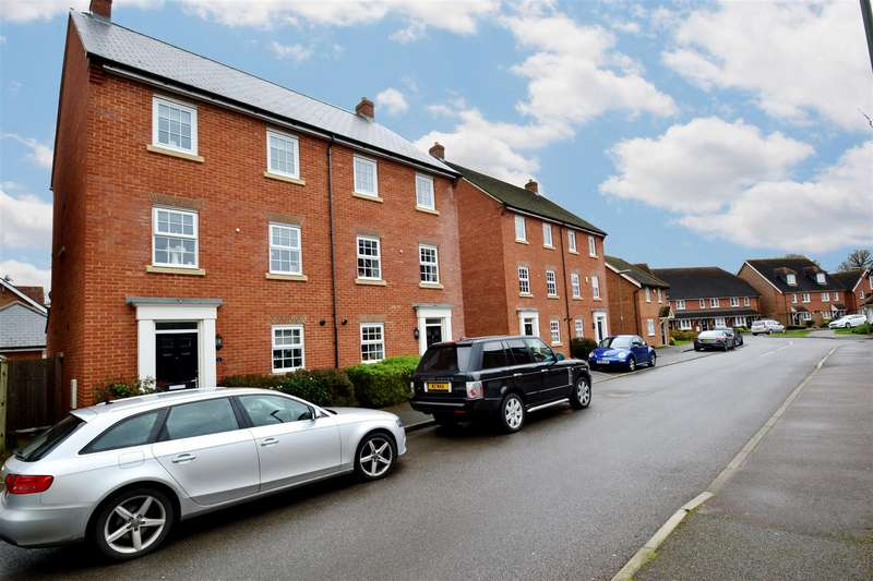 5 Bedrooms Semi Detached House for rent in Newman Road, Horley