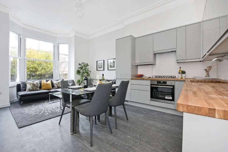 2 Bedrooms Flat for sale in Victoria Way London SE7
