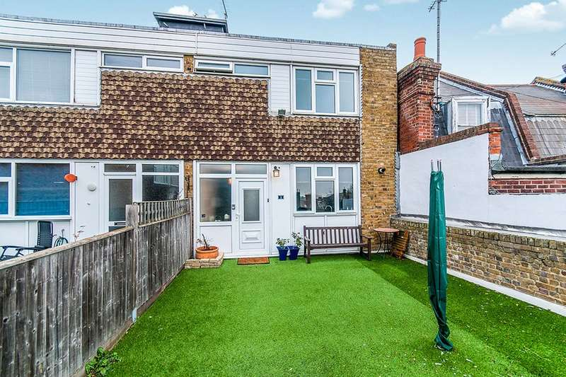 2 Bedrooms Flat for sale in Stephen Close, Broadstairs, CT10