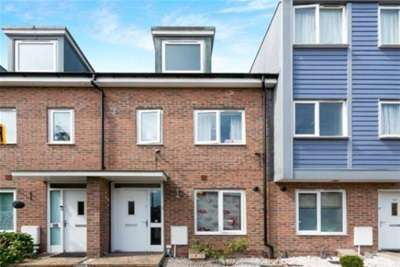 3 Bedrooms Town House for rent in Popley, RG24