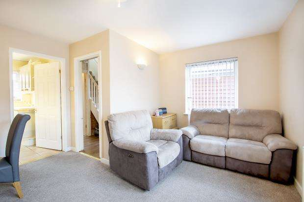 2 Bedrooms Semi Detached House for sale in Ashburton Road, Reading, Berkshire