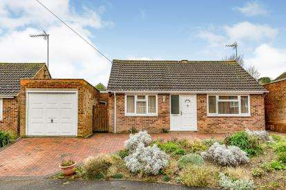 3 Bedrooms Bungalow for sale in Valley Close, Brackley, Northamptonshire