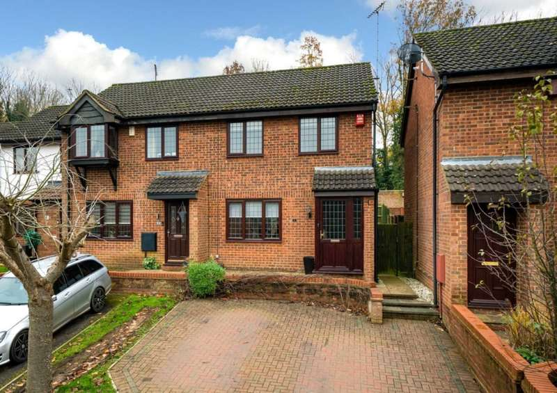 3 Bedrooms Semi Detached House for sale in IMMACULATE 3 BED FAMILY HOME WITH GARAGE