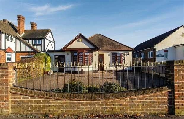 4 Bedrooms Detached Bungalow for sale in Chestnut Avenue, Grays, Essex
