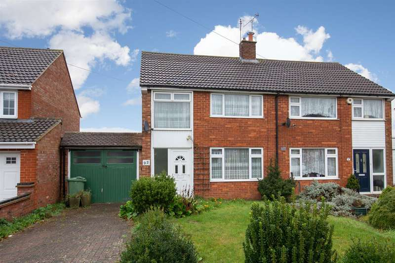 3 Bedrooms Semi Detached House for sale in Evelyn Road, Dunstable, Bedfordshire