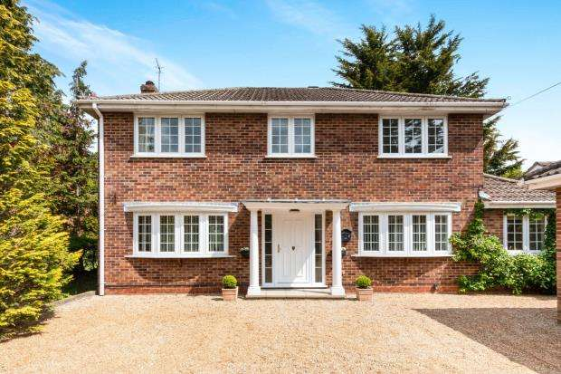 4 Bedrooms Detached House for sale in Tadley, Hampshire