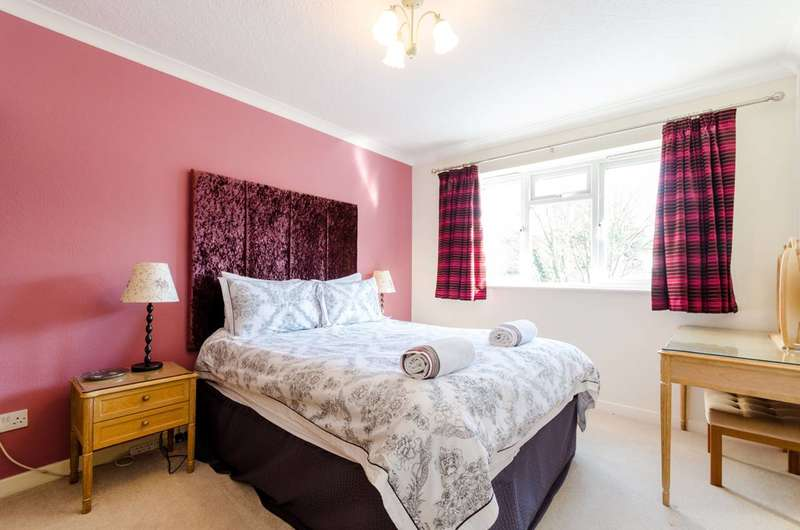 2 Bedrooms Flat for rent in Adelaide Road, Surbiton, KT6